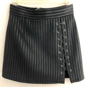 Cute mini skirt!